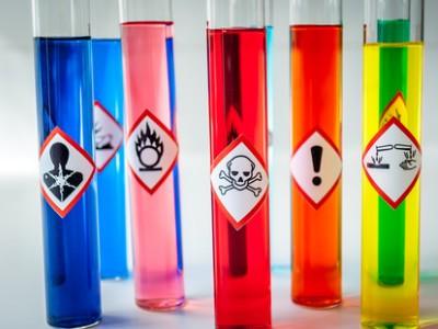 Czynniki szkodliwe i uciążliwe w środowisku pracy ze szczególnym uwzględnieniem substancji chemicznych i ich mieszanin
