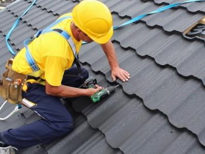 BHP przy usuwaniu wyrobów zawierających azbest – szkolenie dla dekarzy